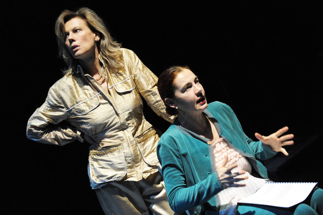 """Al Teatro DANTE ALIGHIERI """"DONNE INFORMATE SUI FATTI"""" di Carlo Fruttero."""